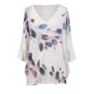 WINDSONG Lightweight feather print blouse. Soft!